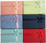 리본을%s 가진 색지 선물 포장 상자 또는 전시를 위한 판지 상자