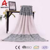新式の明白な二重カラーケーブルのニットの投球のアクリル毛布