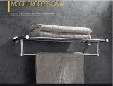 De muur zette om Afwerking 2404 van het Chroom van de Plank van de Handdoek van de Badkamers van het Messing van de Stijl op