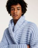 Os homens formam pesado sobre o casaco de lã da camisola do tamanho