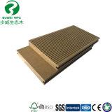 En matière plastique en bois massif comme échantillon composite Decking-de-chaussée
