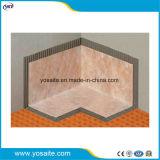 Parete dell'acquazzone all'interno delle guarnizioni impermeabili d'angolo per l'acquazzone coperto di tegoli