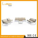 クッションが付いているラインソファーの舞台装置のアルミニウムPolywoodの屋外の家具の簡単で強い感覚