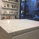 石造りの台所上白い大理石のクォートの