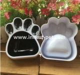 足の形のプラスチックペットフード犬ボール