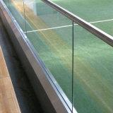 Het aangemaakte Kanaal die van U van het Glas Binnenlandse Treden omheinen die Ontwerpen omheinen