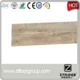 Azulejos de suelo del PVC del material del PVC que se enclavijan y del uso de interior