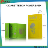 رجال نمو هبة مع سيجارة صندوق تصميم من قوة بنك