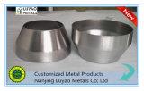 Giro de metal del CNC, en el cual hojas del acero y del acero inoxidable