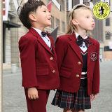 男の子および女の子のための小学校のスーツのユニフォーム