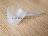 Прозрачный ложечка и пластмассовый сосуд для порошкового молока