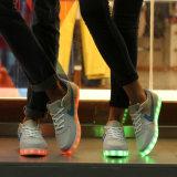 Lueur unisexe populaire de chaussures de sport d'éclairage LED de type neuf exécutant des chaussures de DEL