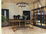 Dulce y flexible mesa de comedor en los muebles antiguos