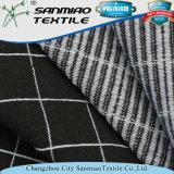 Il filato dell'indaco tinto ha controllato lo stile che lavora a maglia il tessuto lavorato a maglia del denim per vedere se ci sono pantaloni