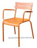 안락 의자 옆 의자를 겹쳐 쌓이는 대중음식점 정원 커피 룩셈부르크 식사
