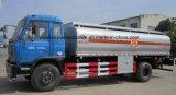 유조 트럭이 Dongfeng 4X2 연료 분배기 트럭에 의하여 12000 리터 급유한다