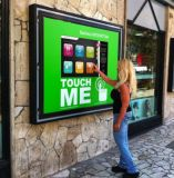 人間の特徴をもつネットワークが付いている機械を広告する43/55インチ屋外LCD