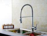 Il rubinetto del hardware della cucina della molla con la singola maniglia tir in giùare e certificazione della filigrana
