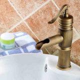 A antiguidade da cachoeira de Flg de bronze escolhe o Faucet da embarcação do banheiro do punho