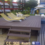 Matériau composé en plastique en bois extérieur personnalisé du plancher WPC
