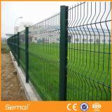 La polvere ha ricoperto la recinzione del luogo di Contruction saldata obbligazione della rete metallica