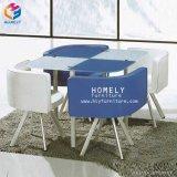 椅子が付いている現代ガラス上の鉄骨フレームのダイニングテーブルセット