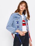 Новыми вышитый конструкциями Grommet задней части заплаты шнурует вверх куртки джинсовой ткани