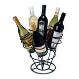 黒いアクリルの飲み物はカウンタートップのワインの陳列だなをびん詰めにする
