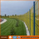 El panel soldado cubierto PVC de la cerca del acoplamiento de alambre del hierro