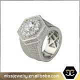 Штабелированный льдом Micro CZ золота вымощает кольца Mens