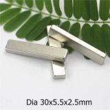 Starker permanenter Neodym-Magnet mit Nickel-Beschichtung-Abmessung 30X5.5X2.5 passen an