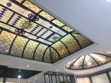 Het plafond van de Koepel van het Gebrandschilderd glas van Tiffany van de kunst