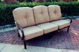鋳造アルミのソファーの雑談のグループの庭の家具