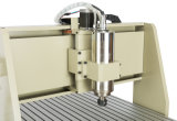 La falegnameria lavora tornio di CNC di legno della macchina del tornio il mini