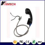 携帯電話の活字を手で組まれたステンレス鋼の電話受話器装甲ラインケーブル