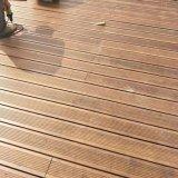 El suelo de bambú del hilo con el suelo al aire libre del Decking