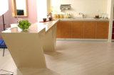固体表面の台所ベンチの上