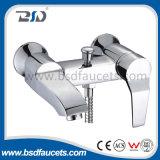 Faucets artísticos do chuveiro do banho de cromo do Faucet do banheiro da montagem de bronze da parede
