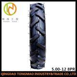 Les pneus du tracteur agricole pour l'excavation de l'équipement