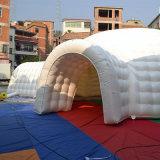Kampierendes Zelt mit Inflatables