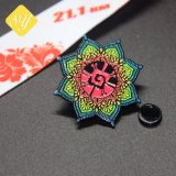 中国の製造者のカスタム柔らかいエナメルの紋章のバッジの黄色の花の金属のローズの折りえりPin