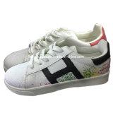 Classic Casual de inyección de mujer zapatos deportivos Zapatos de skate Plana (YJ18515-22)