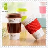 Taza de café de cerámica blanca del estilo simple creativo con la tapa y la cuchara para beber