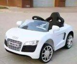 Conduite d'Audi sur le jouet à télécommande d'enfants de véhicule