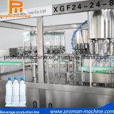 Acqua della bevanda della bottiglia che riempie la macchina della strumentazione