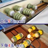 Рука Reiki высекая деревянную кровать массажа