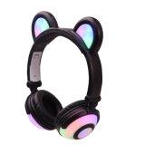 Foldableワイヤーで縛られたステレオカラーLEDパンダの耳のヘッドホーン