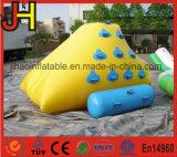 Mini iceberg gonflable de montagne pour le jeu de sports aquatiques