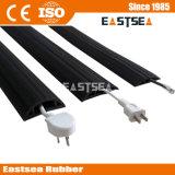 De rubber Beschermer van het Koord Overfloor van de Dekking van de Kabel Binnen Rubber