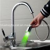 Haut de page Vendeur LED en laiton tirez mélangeur d'eau de cuisine